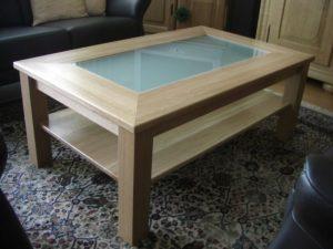 Massiver Tisch mit Glaseinlage Image